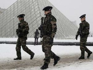 louvre_soldati
