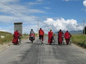 Dalla Nebbia alle Nuvole – dall'Emilia al Tibet inbicicletta